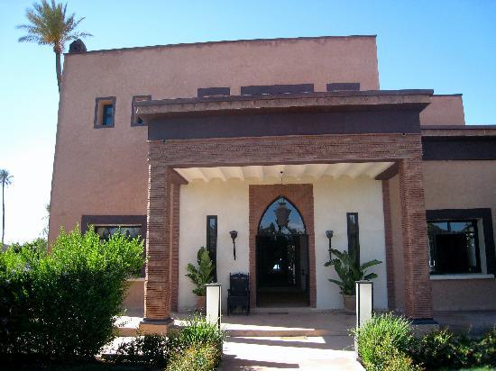 La Villa des Golfs : front of villa