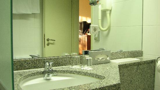 ลีโอนาร์โด โฮเต็ล ไฮเดลเบิร์ก: Nice Bathroom