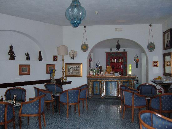 Arathena Rocks Hotel: The bar area