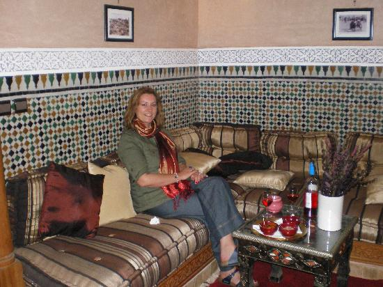 Riad Elnoujoum : Predinner drinks in the Riad El Noujoum