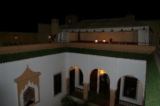 Riad Elnoujoum : Bedouin tent on roof terrace