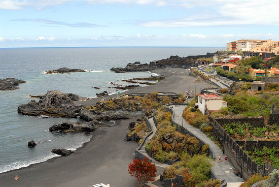 Breña Baja, España: The black beach of Los Cancajos with the Hacienda San Jorge in the right mid/rear ground.