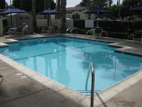Courtyard by Marriott Riverside UCR/Moreno Valley Area: pool area