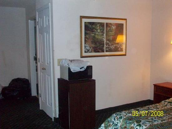La Quinta Inn North Myrtle Beach : Microwave and frige in Hotel
