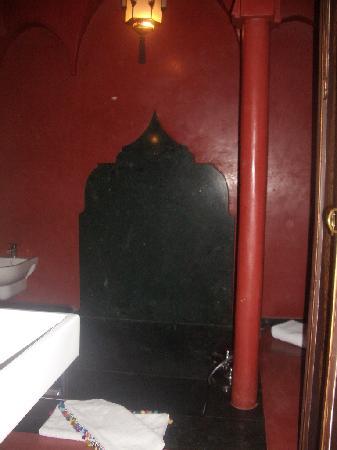 Riad Monika : el baño. las fotos no le hacen justicia