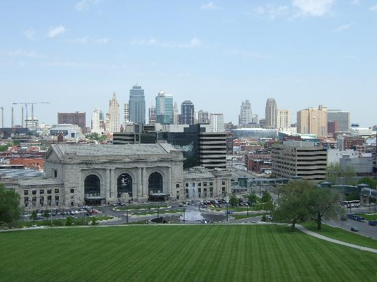 National World War I Museum and Memorial : View of Union Station and Skyline