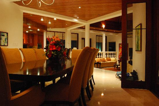 Sheriva Villa Hotel: At Night