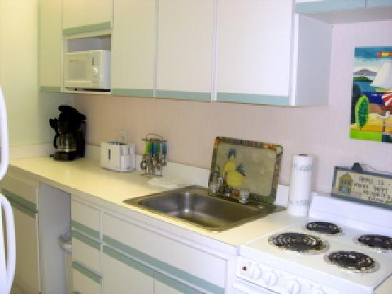 Seafarer Beach Resort: the kitchen, it had a coffee maker too.