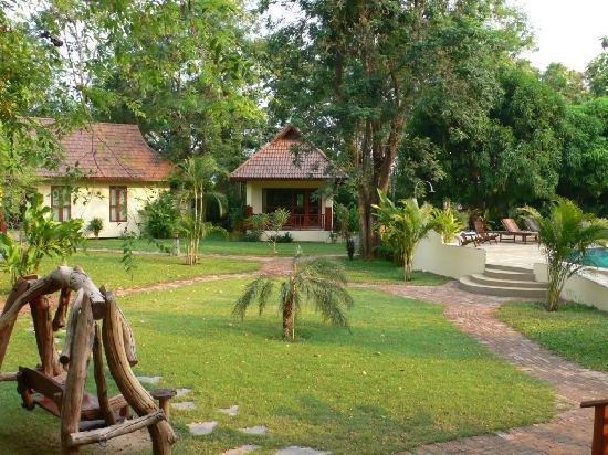 Oriental Kwai Resort: Grounds