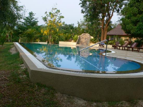 Oriental Kwai Resort: Pool