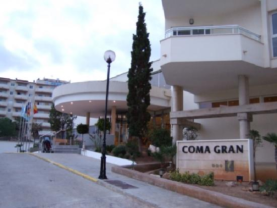 Hipotels Coma Gran Aparthotel: front of hotel