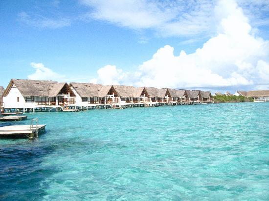 Four Seasons Resort Maldives at Landaa Giraavaru: more water villas