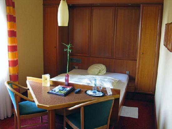 Hotel Azenberg: My room (79)