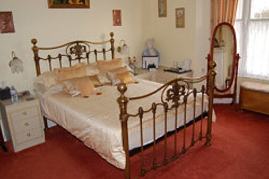 Creston Villa Guest House: My Victorian 'Princess' Room