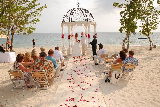 56c99f408 Our beautiful wedding on the Dutch Beach - Picture of Sandals South ...