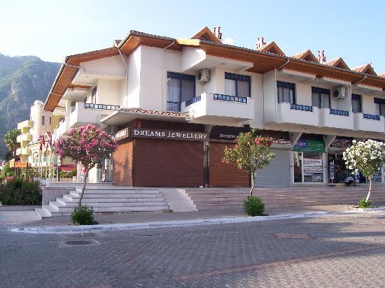 Uysal Apart: Apartments above Shops