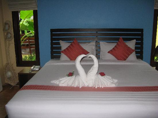 Sunda Resort: Swans made with our towels