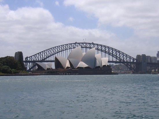 Opera Australia : Sydney Opera House and Harbour Bridge