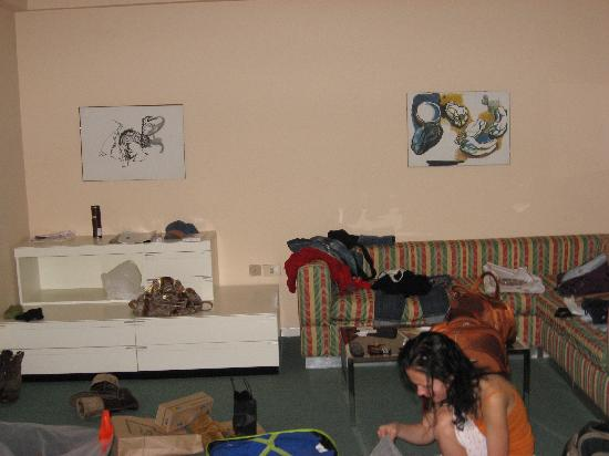 Residence Sacconi : Judging by a terrible mess the girls are packing their luggage:)