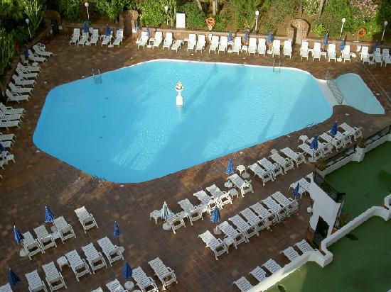 Hotel Caserio: piscine