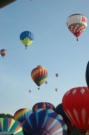Decatur, Алабама: Alabama Jubilee Hot-Air Balloon Classic, every Memorial Day weekend at Point Mallard Park in Dec