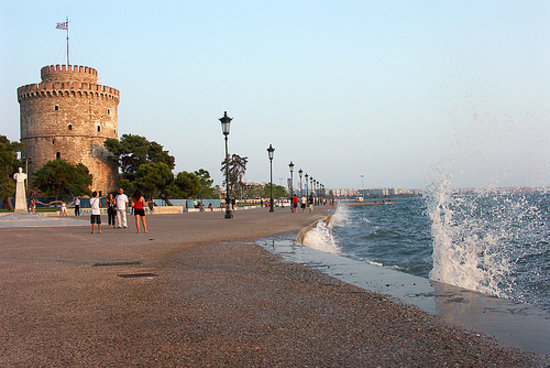 Thessaloniki, Grækenland: Tower with waves