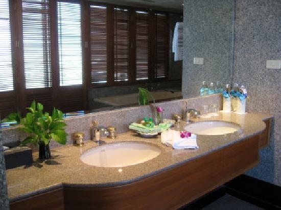 Montien Riverside Hotel: Beautiful clean bathroom