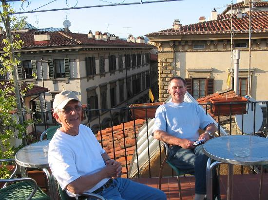 B & B Novecento: Enjoying a beer on the terrace