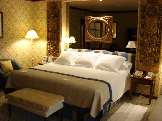 Melia Zaragoza: La cama bastante grande