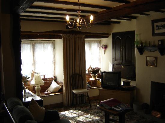 Li'le Hullets: Interior