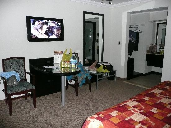 Hotel Real del Rio Tijuana: Plasma TV