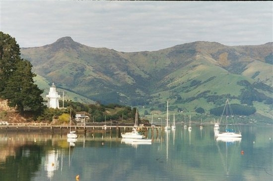 Akaroa, Nouvelle-Zélande : Lighthouse and boats