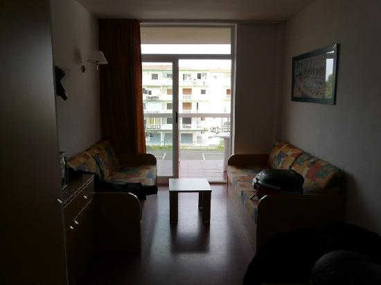 Aparthotel CYE Holiday Centre : Lounge onto balcony