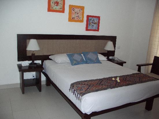 Puri Raja double bed