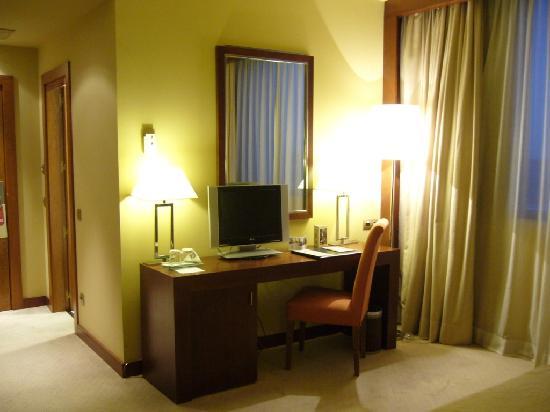 Hotel Nuevo Madrid: Zimmer zum Ausgang hin
