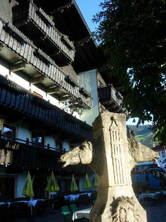 Rosslwirt Hotel: Outside of hotel