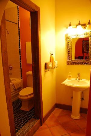 La Posada Hotel: baño