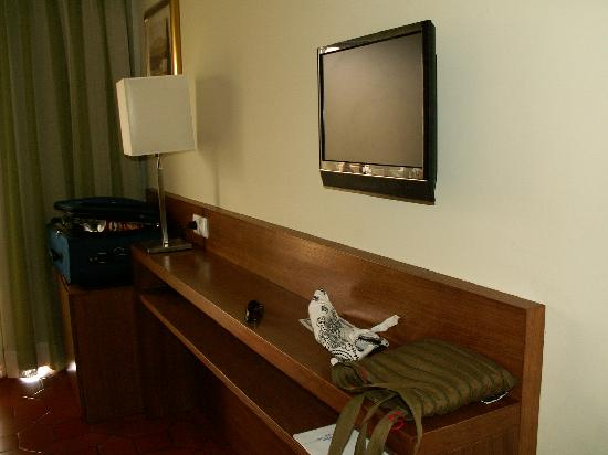 Hotel Marina Rio : Television and convenient shelf, plus mini-fridge