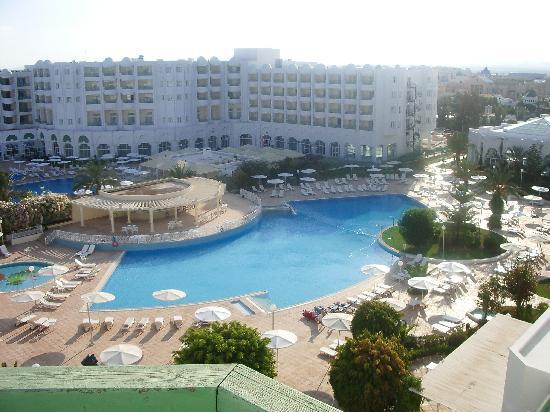 El Mouradi Hammamet: vista de la piscina desde la terracita de la habitación