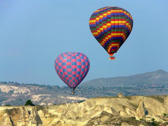 كابادوكيا, تركيا: Ballooning above Cappadocia
