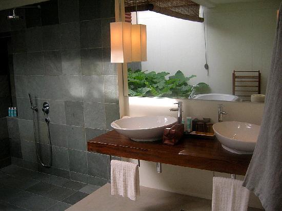 W Maldives: baño