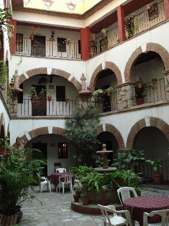 Hotel Molino Del Rey: Molino del Rey Central Courtyard
