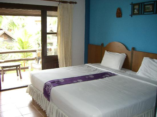 Salad Beach Resort: chambre