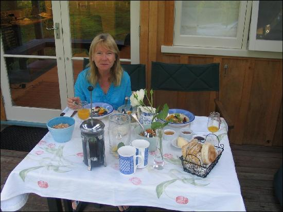 Mercury Orchard Accommodation: Mersury orchard breakfast