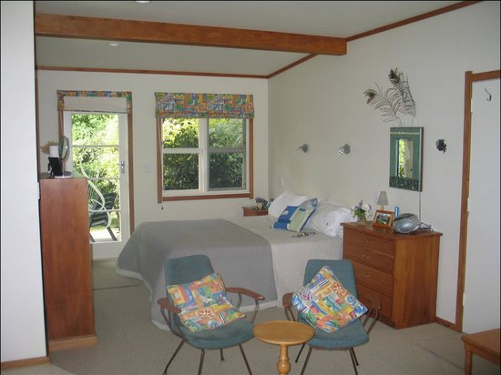 Mercury Orchard Accommodation: The Paua Bach - inside