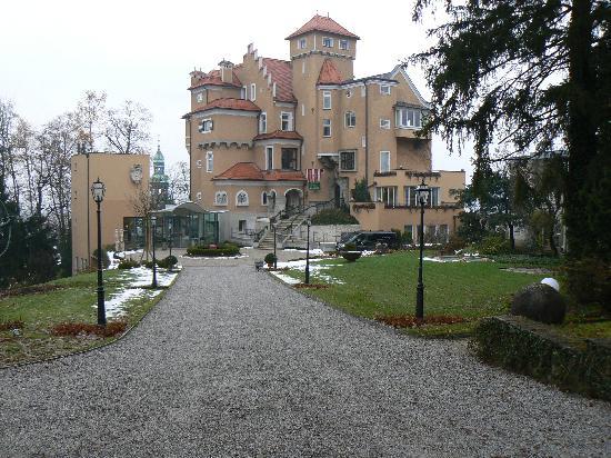 Hotel Schloss Monchstein : outside view