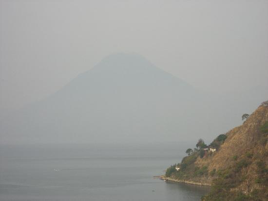 Hotel La Riviera de Atitlan: Vue Lac et Volcan