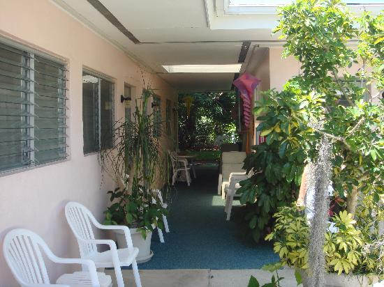 Gondolier Apartments & Inn: Outside the rooms