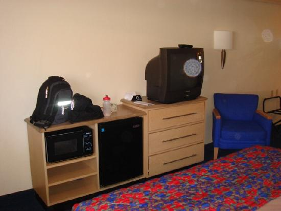 Red Roof Inn Mystic - New London: Room 127 - Photo 3
