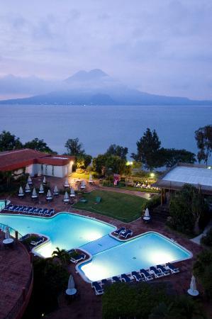 Porta Hotel Del Lago: evening from room